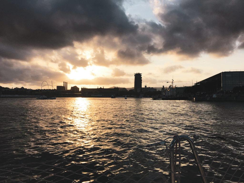 tour en bateau jolis moments du mois - barcelone evjf