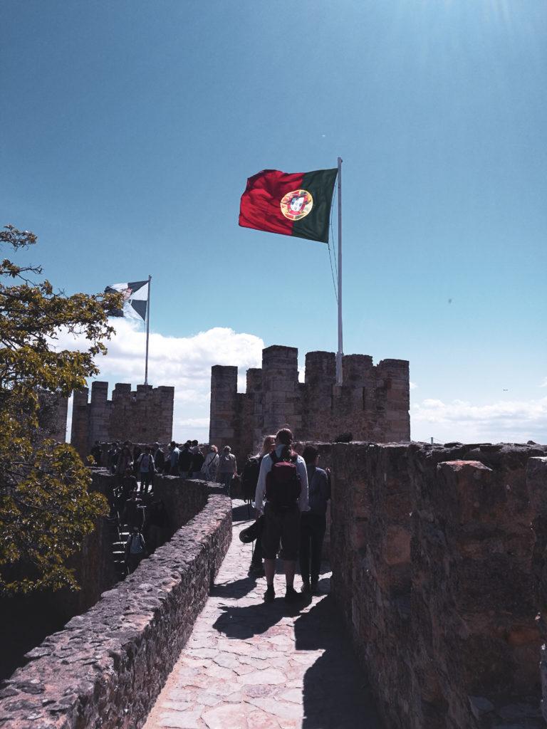 castelo sao jorge portugal drapeau