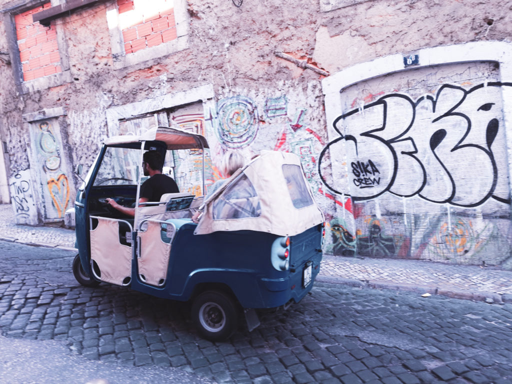 centre-ville-lisbonne-blog tuktuk