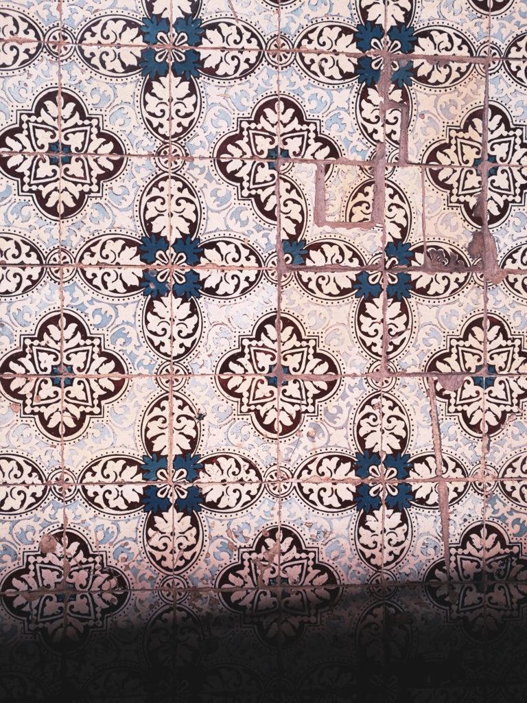 azulejo faience bleu marron lisbonne