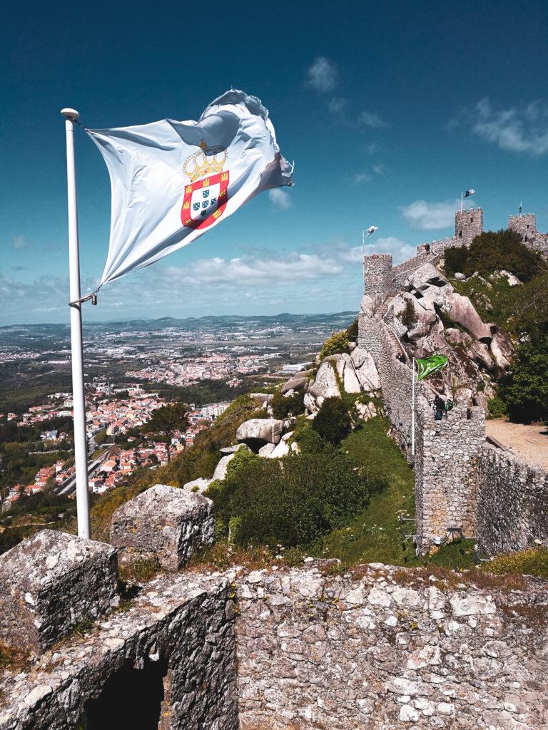 Drapeau portugal Castelo dos mouros sintra lisbonne
