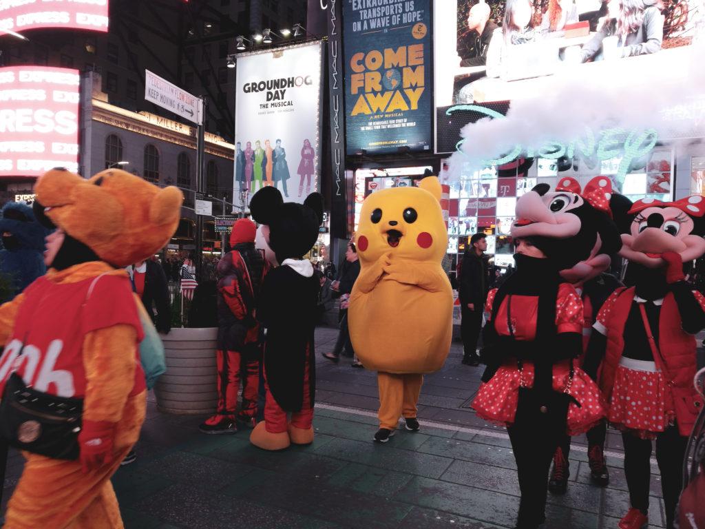 Pikachu minnie sur times square