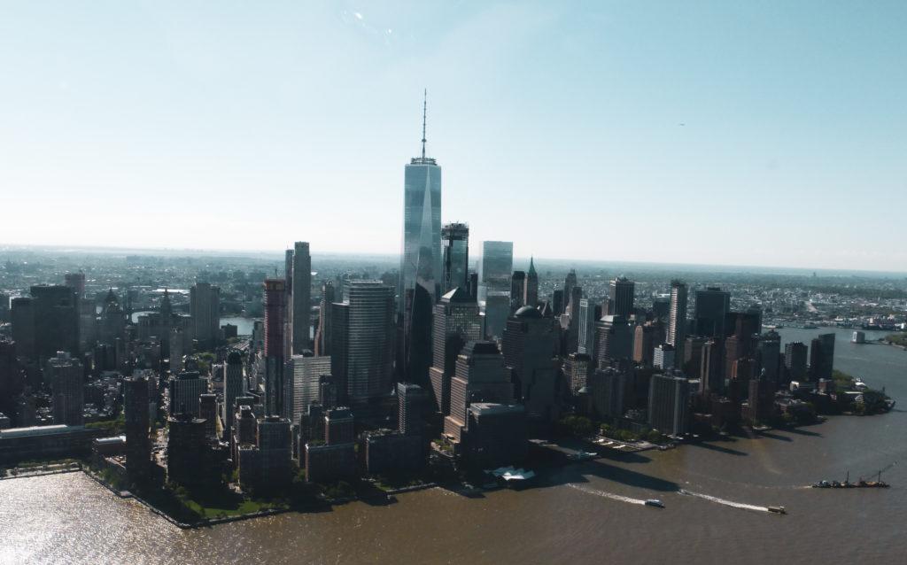 Vue sur les buildings de new york tour en hélicoptère