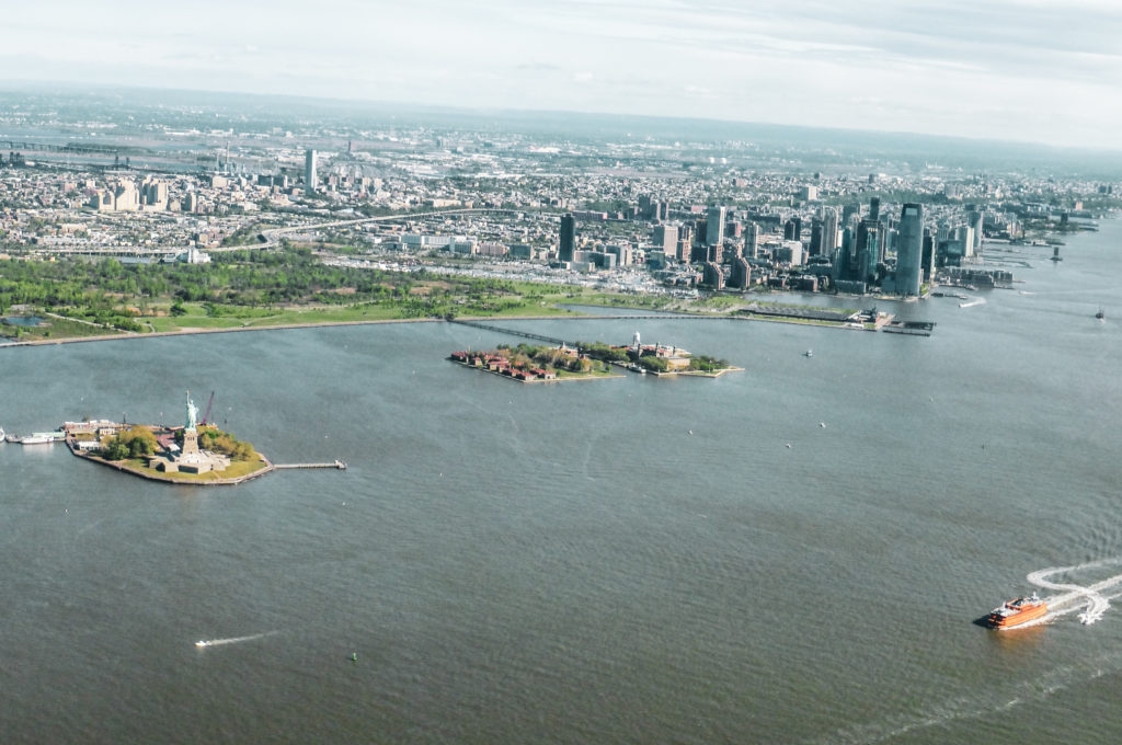 Vue sur Manhattan depuis hélicoptère new york
