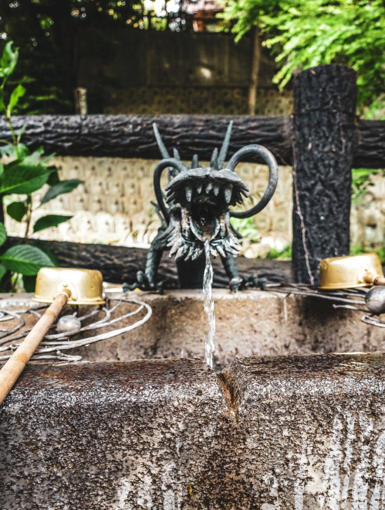 Quartier Meguro à Tokyo - temple fontaine dragon