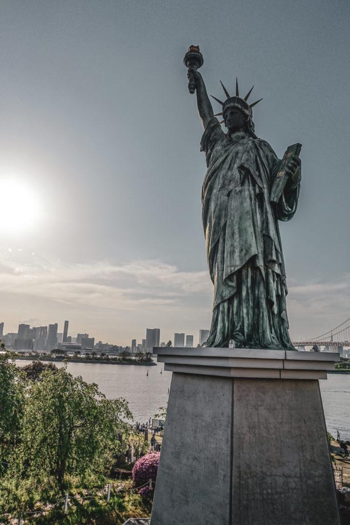Ile odaiba à Tokyo statue de la liberte
