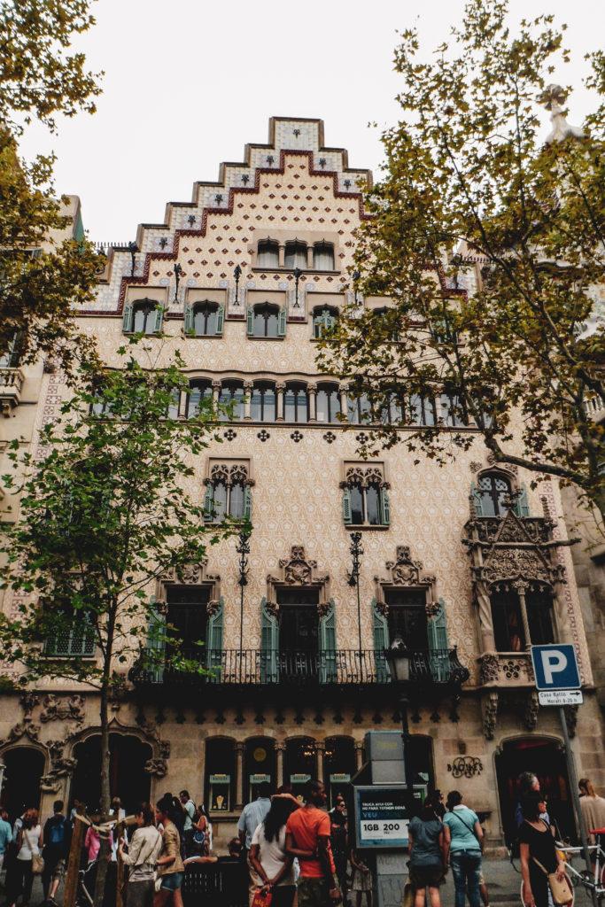 Oeuvre gaudi à Barcelone manzana de la discordia